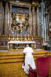 Pope Francis kneeling at St. Mary Major