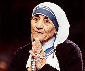 Mother Teresa 3 (with Rosary)