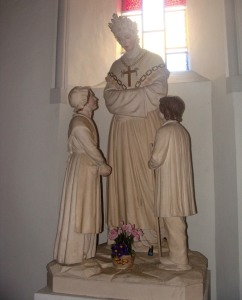 our-lady-of-la-sellete-with-children-statue