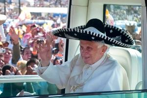 pope-benedict-xvi-in-a-black-sombrero